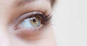 Poches et cernes sous les yeux : comment les faire disparaître ?