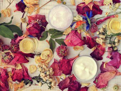 Slow cosmétique, cosmétiques vegan ou cosmétiques bio : que choisir et comment différencier ces mouvements