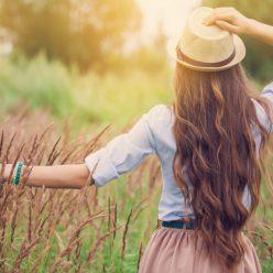 Comment favoriser naturellement la pousse des cheveux ?