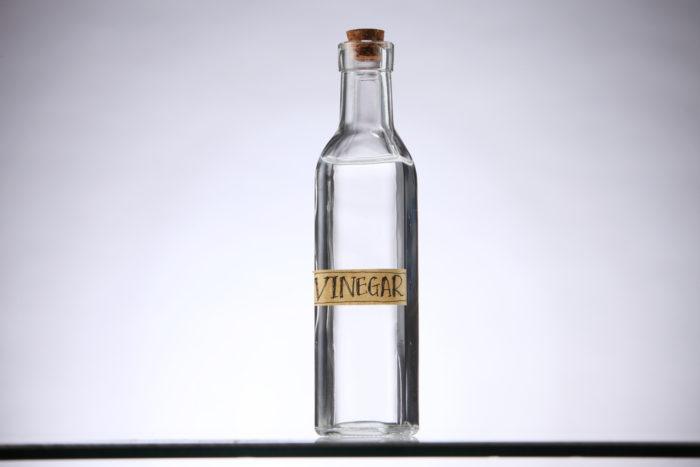 Vinaigre blanc tous ses usages au quotidien beaut ch rie - Desherber au vinaigre blanc ...