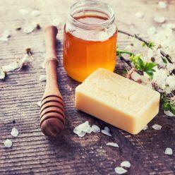bienfaits du miel : allié beauté pour le visage et les cheveux