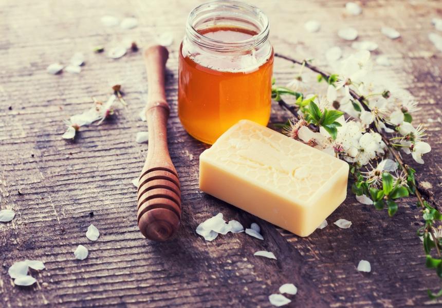 le miel des bienfaits incroyables pour le visage et les. Black Bedroom Furniture Sets. Home Design Ideas