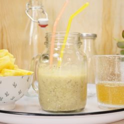 Jus healthy : jus détox à l'ananas, thé vert, son d'avoine et graines de chia