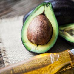 Avocat : quels sont ses bienfaits pour la santé, la peau et les cheveux ?