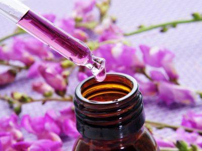 Huiles essentielles : taux de dilution à respecter en cosmétique
