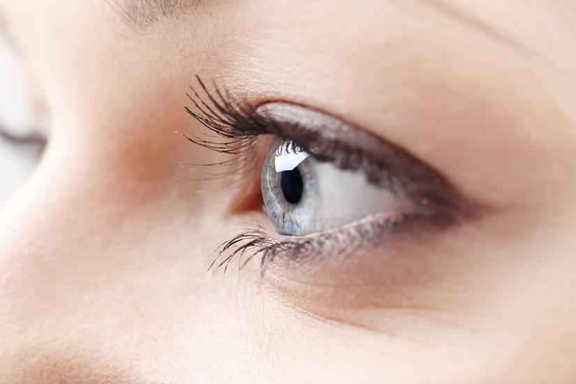 contour des yeux deshydrates
