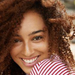 Les meilleurs soins naturels des cheveux crépus