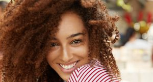 Cheveux crépus : les meilleurs soins et produits naturels