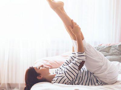 Sport : 5 exercices pour se muscler dans son lit !
