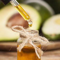 Huile végétale d'Avocat : 5 façons de l'utiliser en cosmétique
