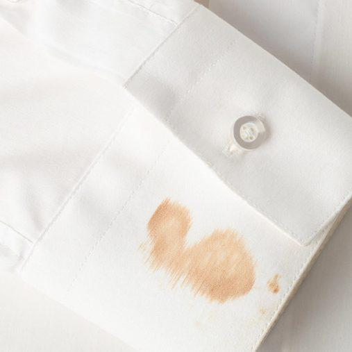 Enlever une tache de gras sur un vêtement : les astuces naturelles